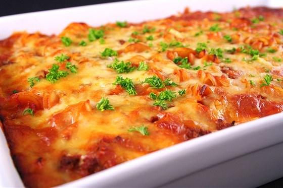 120213183151-120213183450-p-O-lazanja-s-fettuchini-frikadelkami-tomatami-sirom